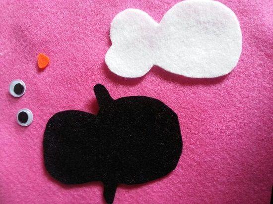 Kleine süße Schminktäschchen nähen Sie sich ganz einfach mit unserem Bastelfilz. Lesen Sie mehr unter http://forum.folia.de/basteln-mit-filz/436-schminktäschchen-pinguin