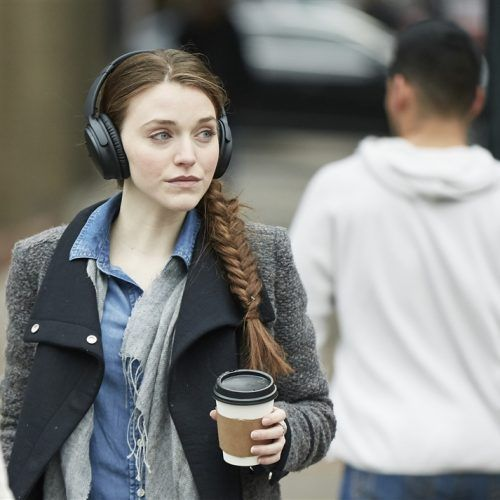 The Sony Wh1000xm2 Battles The Bose Quietcomfort 35 Series Ii For 1st Place In Best Headphones Of 201 Headphones Noise Cancelling Headphones Sound Cancelling