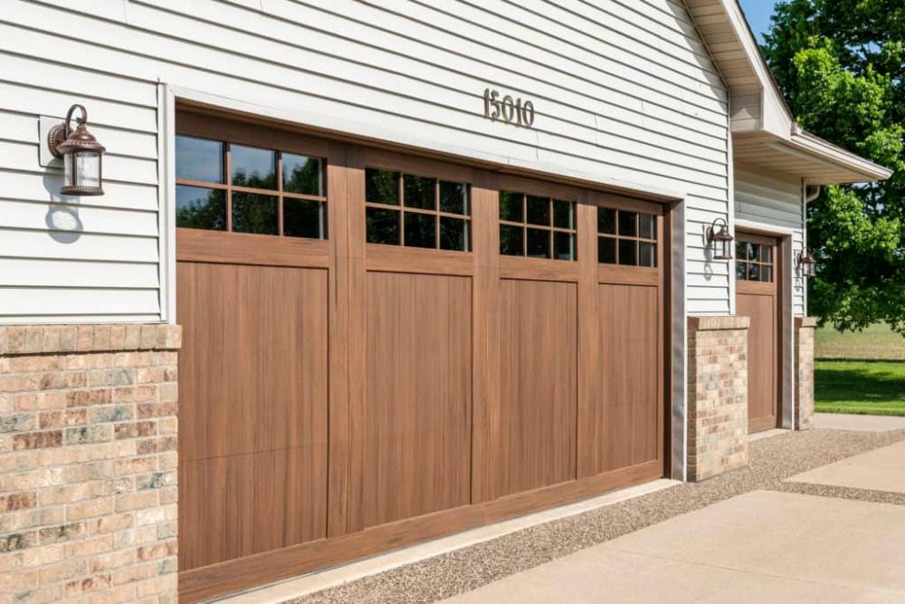 Alternative Composite Great Northern Door In 2020 Exterior House Color Faux Wood Garage Door House Exterior