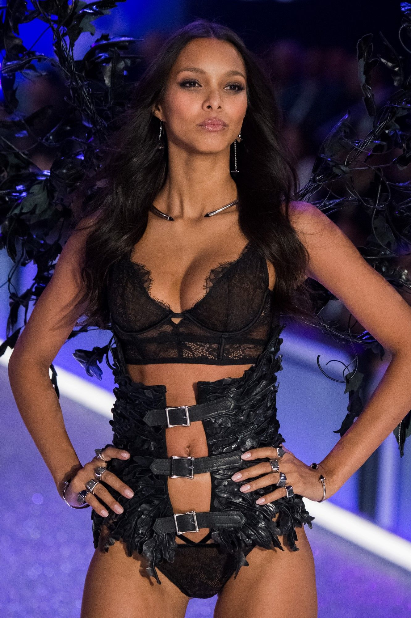 Lais Ribeiro Walks 2016 Victoria's Secret Fashion Show in Paris ...