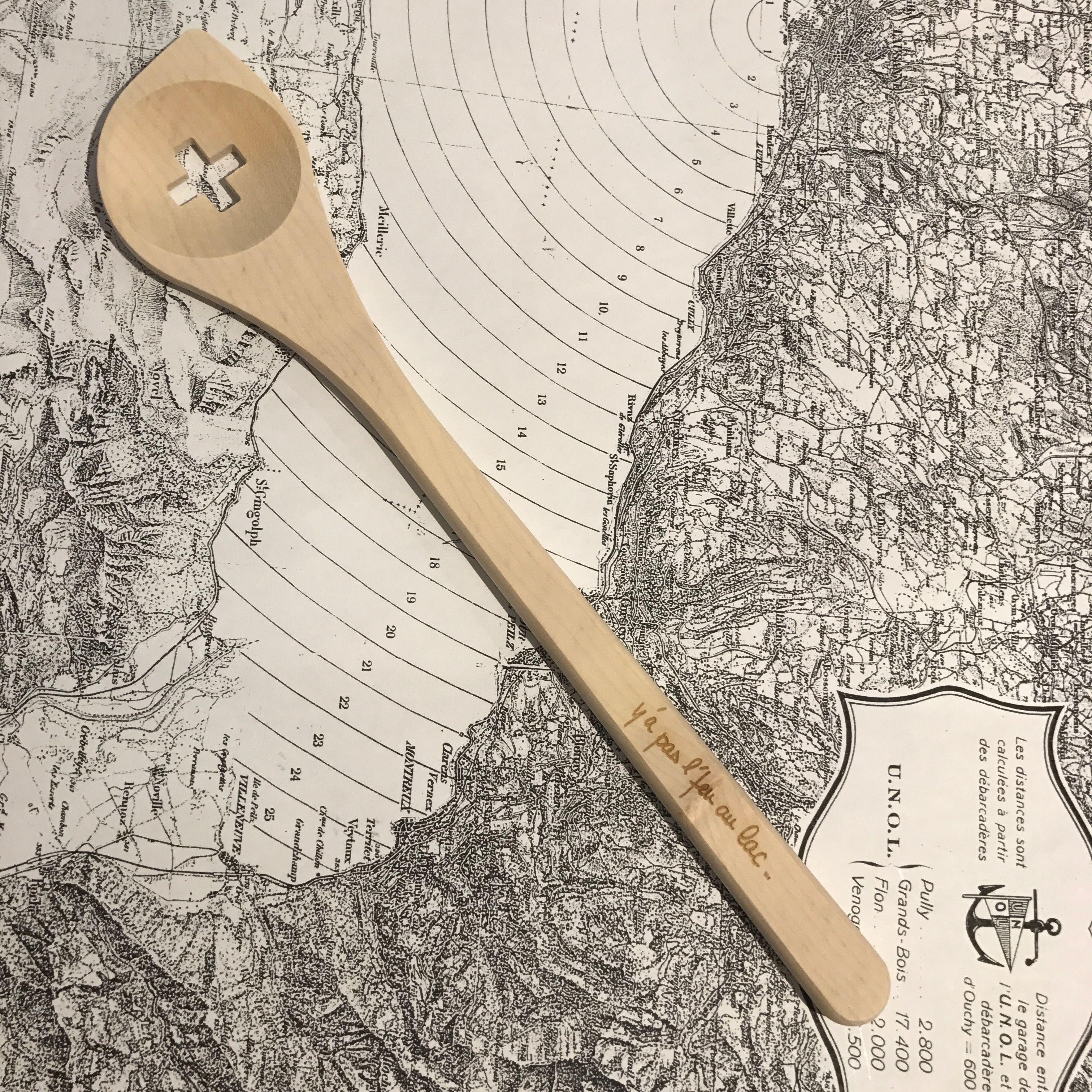 Touille A Fondue Bois Suisse Swiss Made Y A Pas L Feu Au Lac Pour K Line Ch Boutique K Line A Morges Switzerland