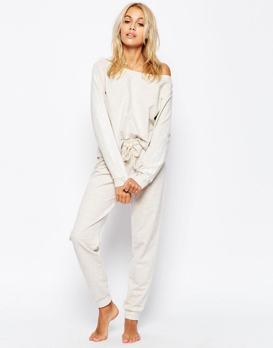 Compra Pantalón de chándal de punto de marga color avena de ASOS LOUNGE en  ASOS. Descubre la moda online.