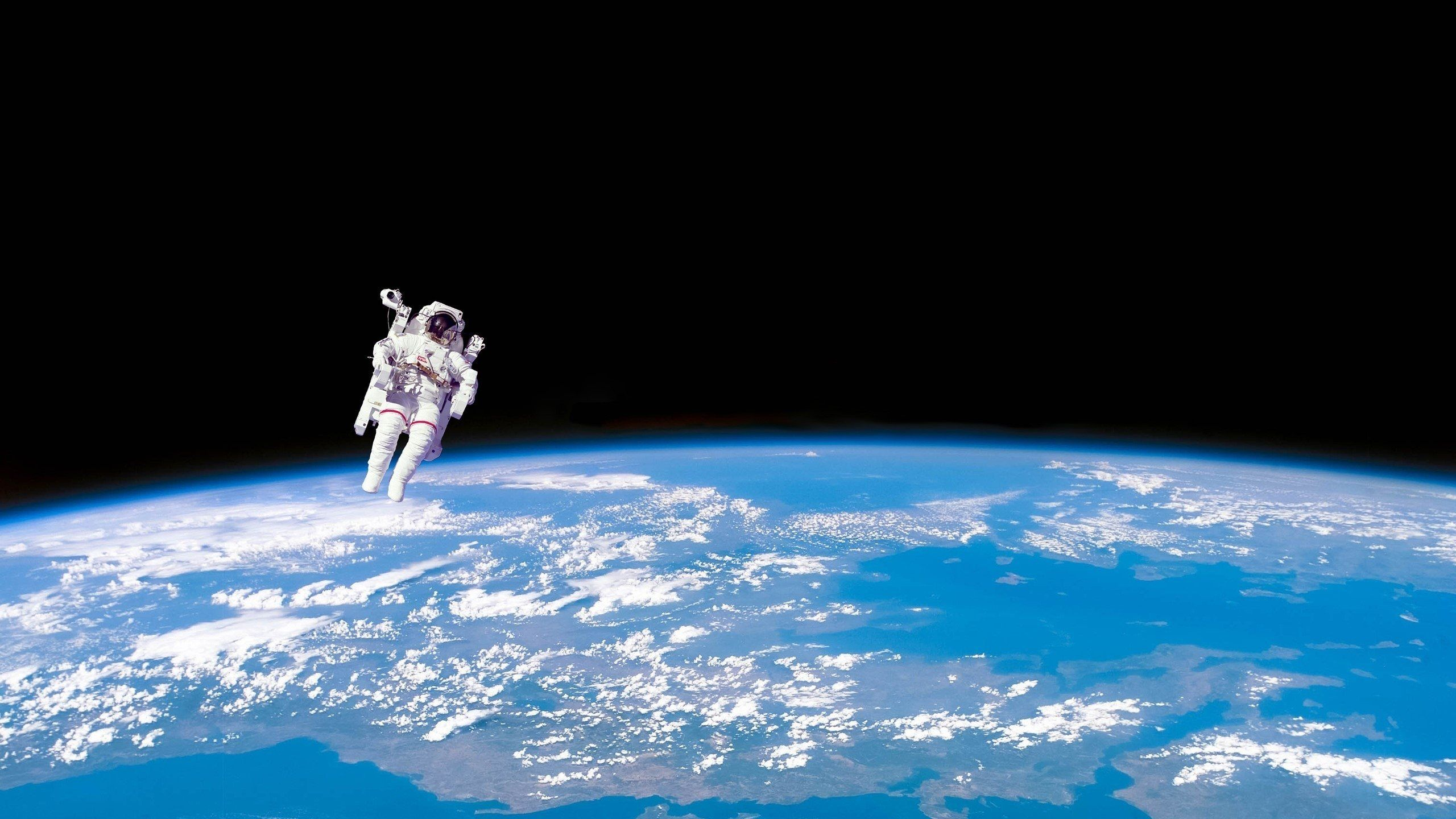 Astronauts On The Moon Hd Wallpaper Astronaut Wallpaper Beer Wallpaper Wallpaper
