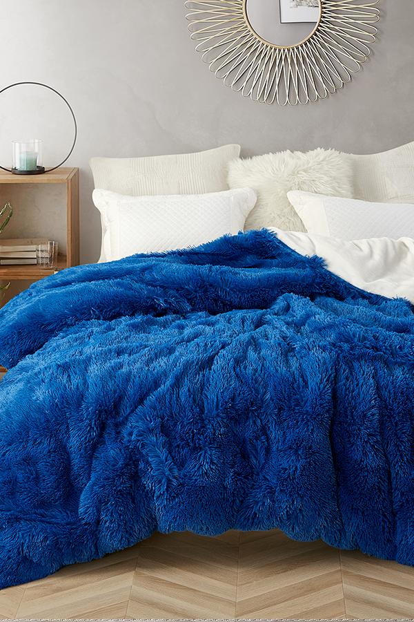 Reversible College Duvet Cover Dorm Bedding Essential For Freshmen Guys Dorm Decor Ideas Blue Bedroom Decor Blue And Gold Bedroom Blue Bedding Sets