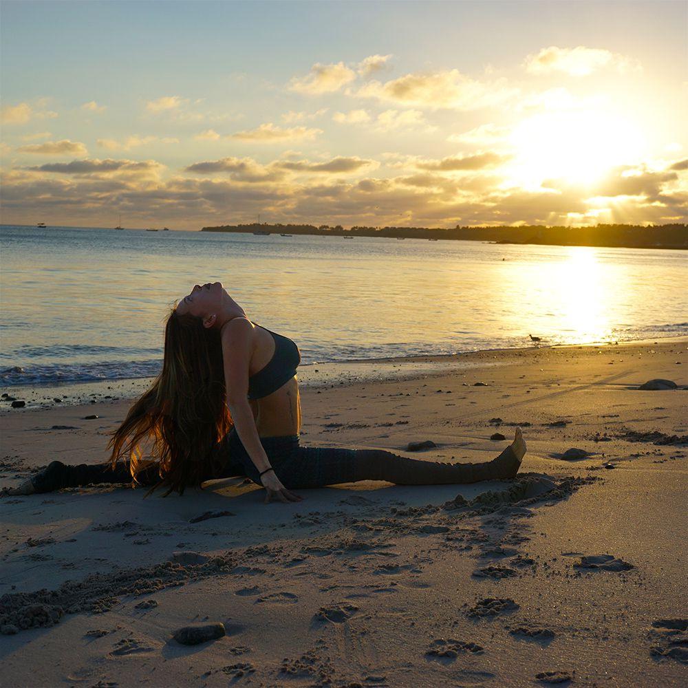 Monkey Pose / Sanskrit - Hanumanasana Benefits: Stretches ...