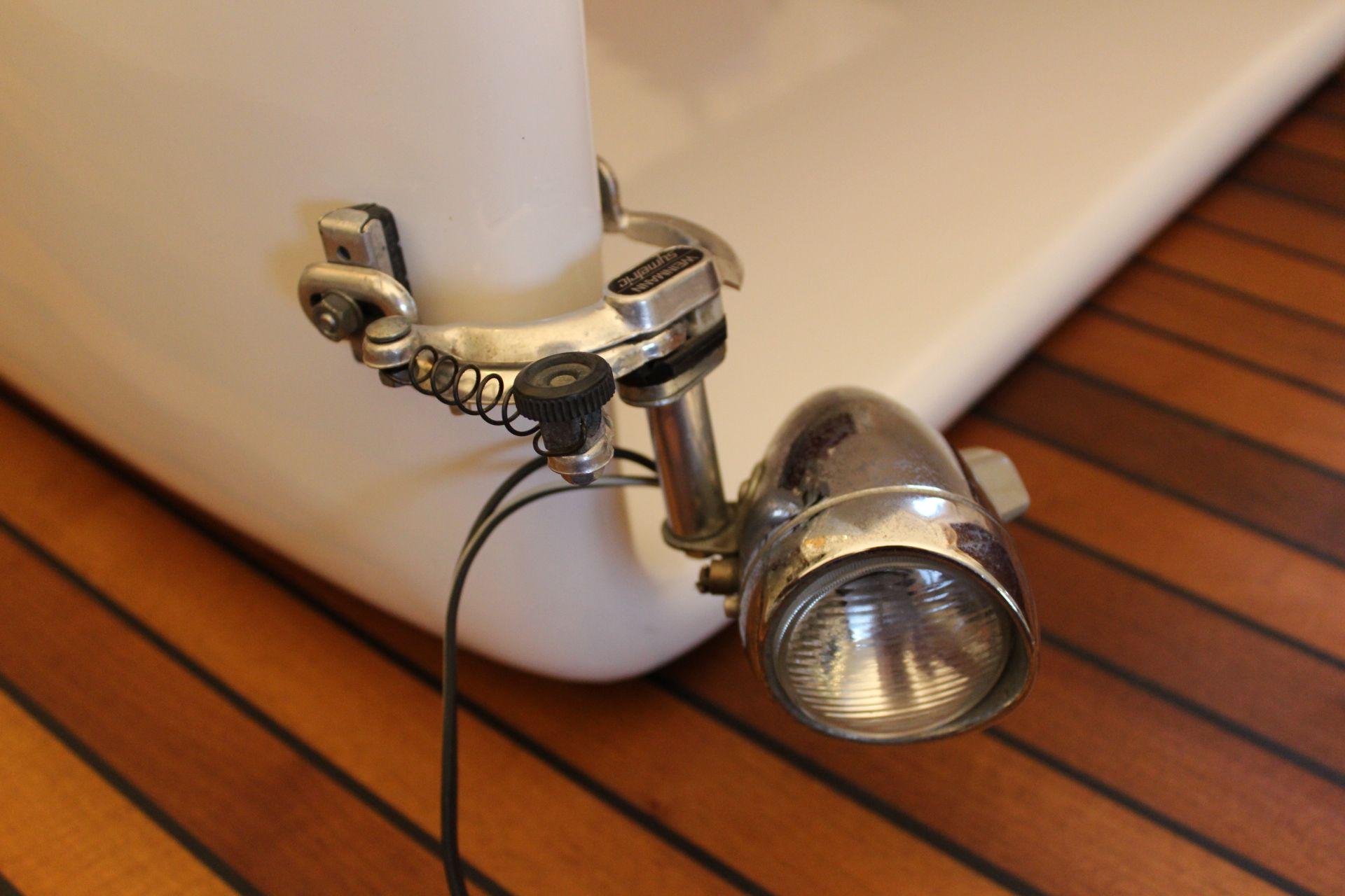 upcycling lampen und leuchten selber machen recycling aus veloteilen autoteilen und. Black Bedroom Furniture Sets. Home Design Ideas