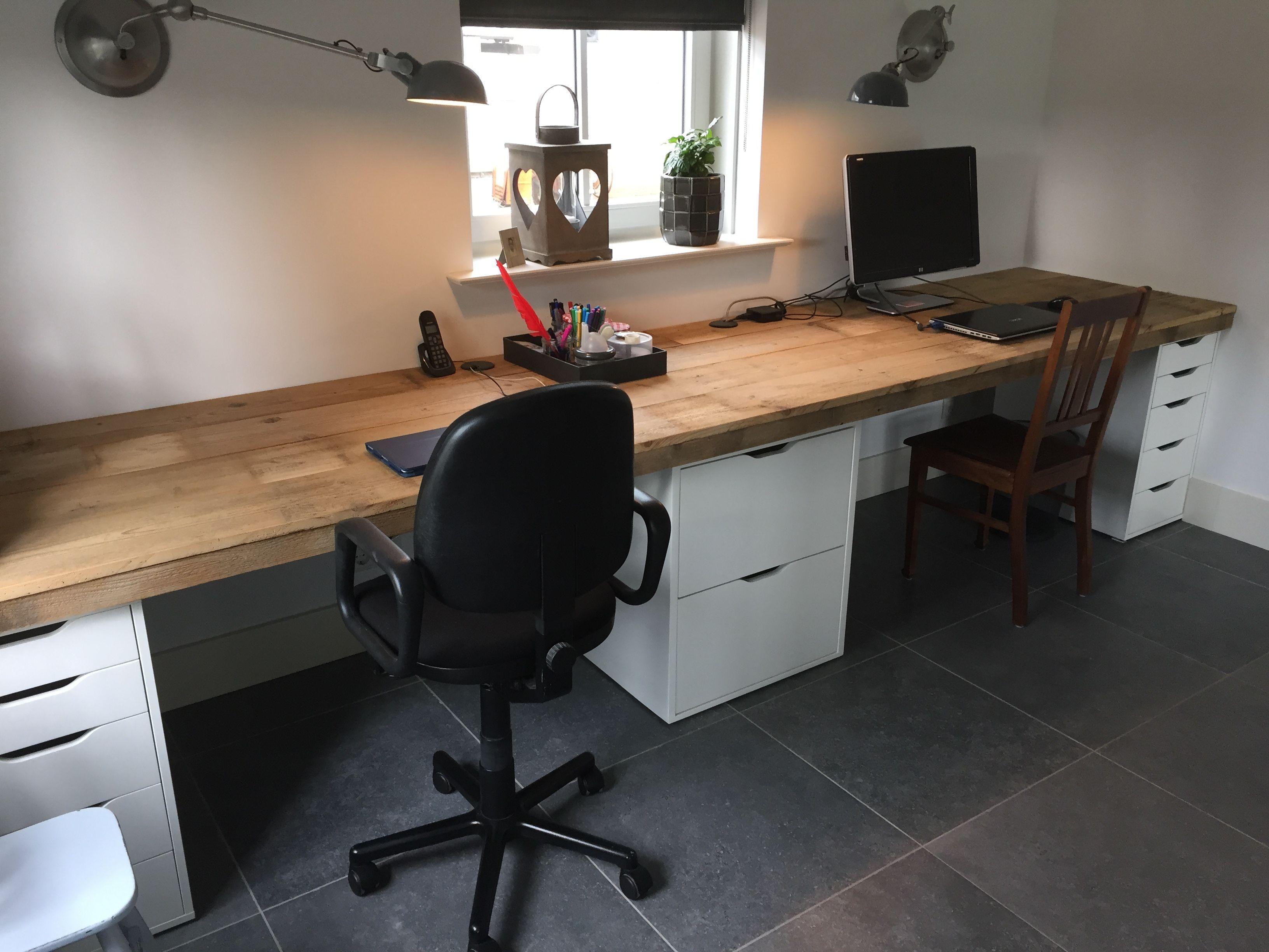 Bureau En Ladenkast.Oude Vloerplanken Met Kasten Van Ikea En Een Eigengemaakte Ladenkast