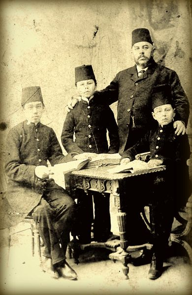 Tatars. М.-Г. Максудов с сыновьями Исламом, Хафизом и Каримом