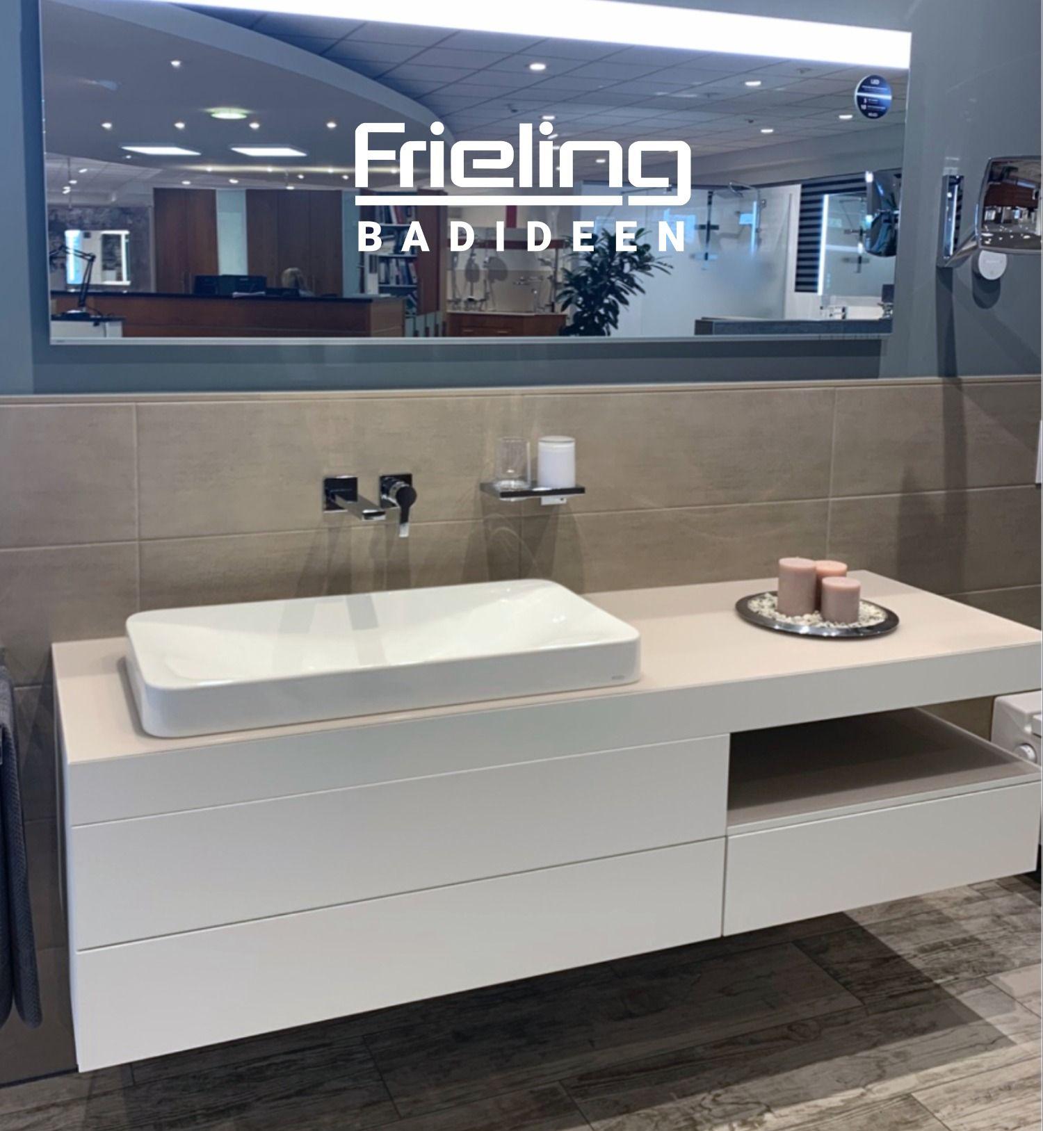 Elegant Zuruckhaltendes Bad Badezimmer Beeindrucken Raume Wie Die Profis Einrichten Zuhause In 2020 Badezimmer Badezimmerspiegel Bader Ideen