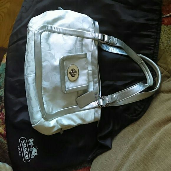 ?? Coach Purse ?? Trade for a Crossbody purse ?? Coach Purse White, Silver 3 compartment good condition ?? Coach Bags Satchels