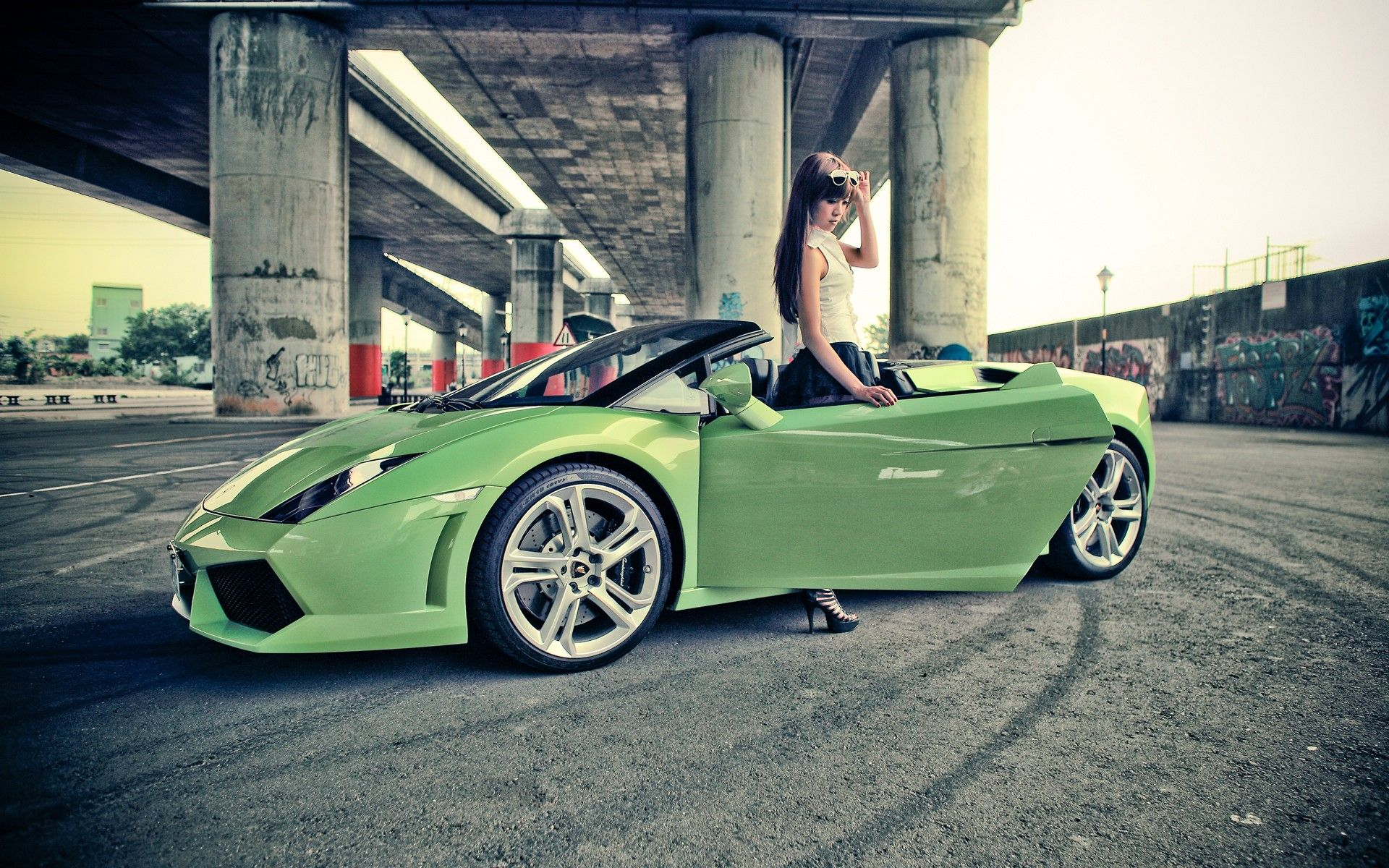 Beautiful Girl And Sports Car Pictures For Desktop And Wallpaper
