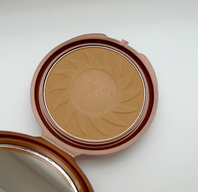 NYC Smooth Skin Bronzing Face Powder, odstín Sunny (720A)