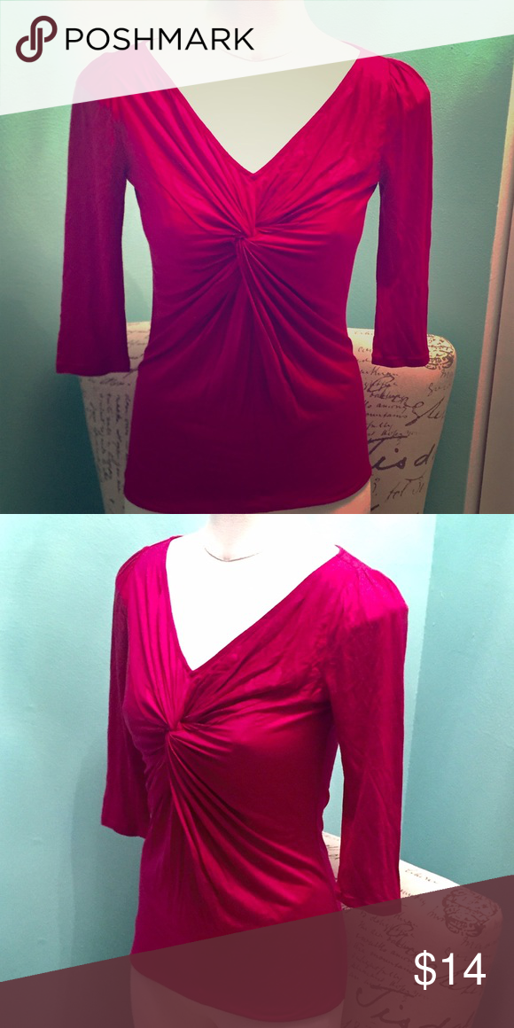 💥B1G1💥 NWT Banana Republic top Banana Republic twist front 3/4 sleeve top in a fuchsia color. NWT, never worn. **For a limited time, everything in my closet is Buy 1 Get 1 free! (Please read poster on my page for details) Banana Republic Tops