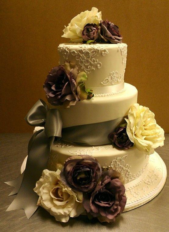 Vintage wedding cake. Brittny
