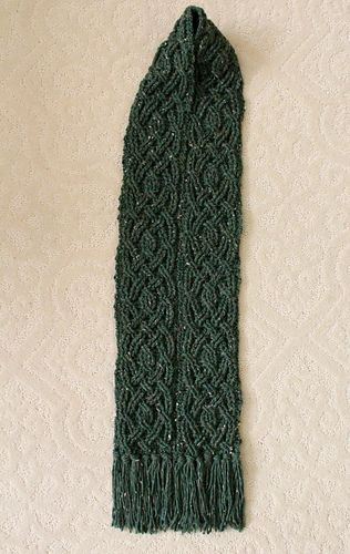 Evergreen Cable Scarf pattern by Noelle Stiles | Tejer bufandas y Chal