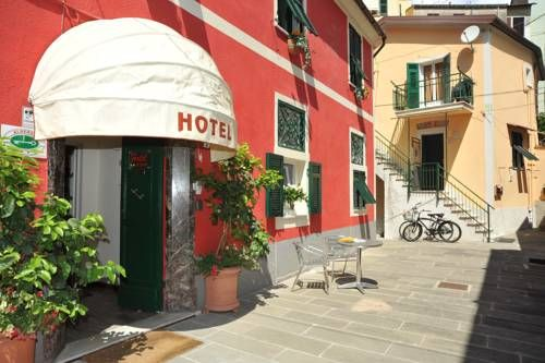 Hotel Crismar La Spezia The Crismar is in La Spezia's centre, right next to Lia Museum, and 10 minutes' walk from the train station with direct links to the Cinque Terre area. The hotel provides bright, modern rooms and free bicycles.