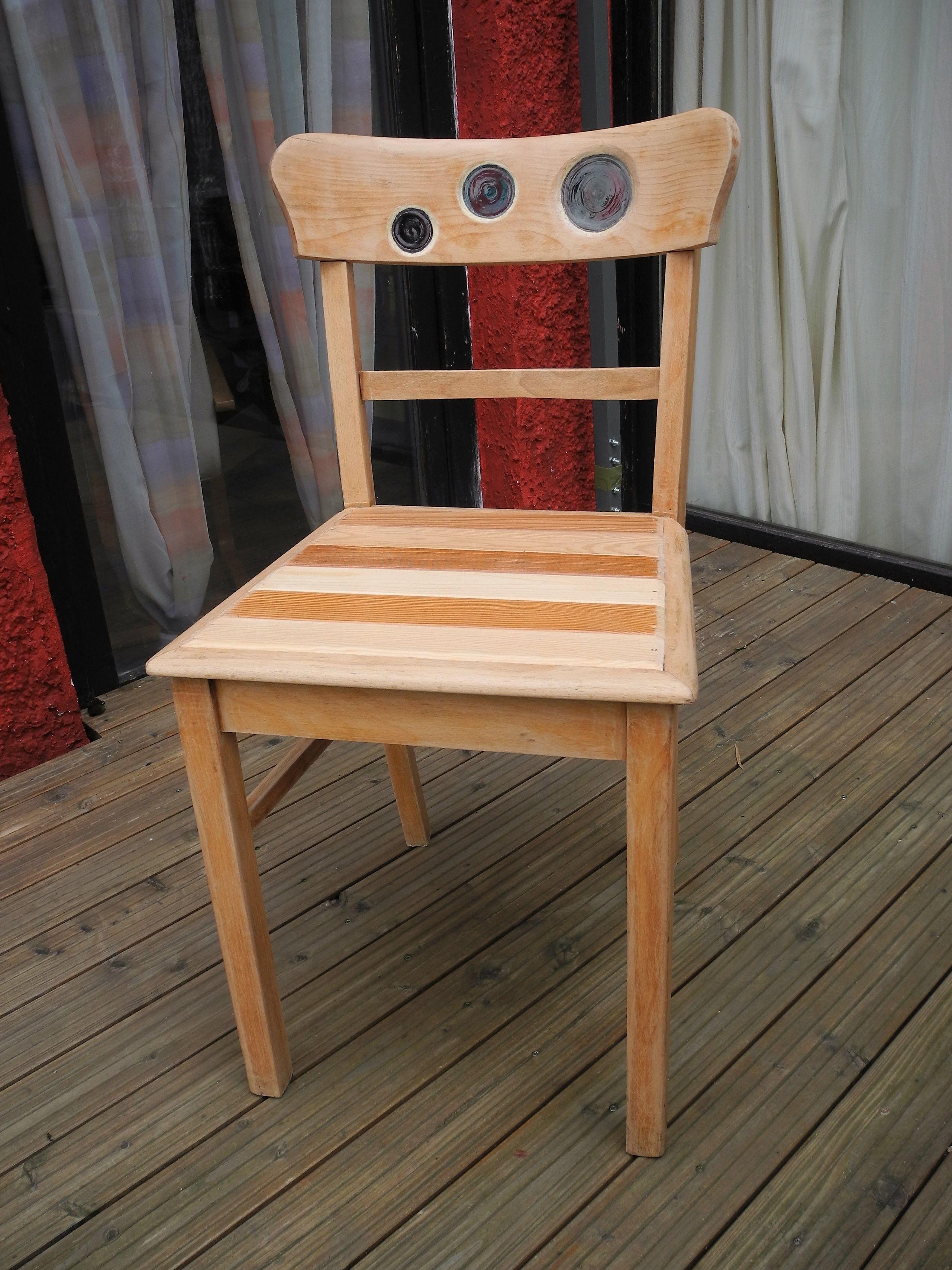 Alten Langweiligen Stuhl Fur Meine Freundin Neu Erfunden Glas Eingesetzt Und Sitzflache Mit Verschiedenem Holz Bestuckt Holz Ideen Holz Stuhle