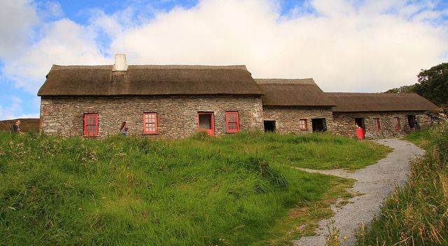 irish famine cottage ireland irish famine research pinterest irlande. Black Bedroom Furniture Sets. Home Design Ideas