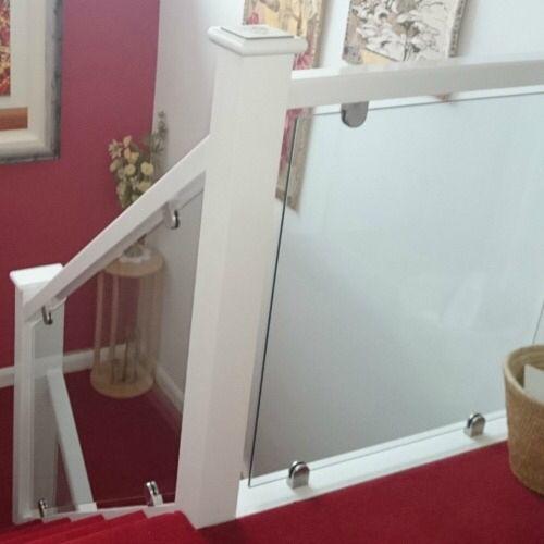 Glass Staircase Balustrade Kit: Staircase Transformation Using StairFurb Glass Balustrade