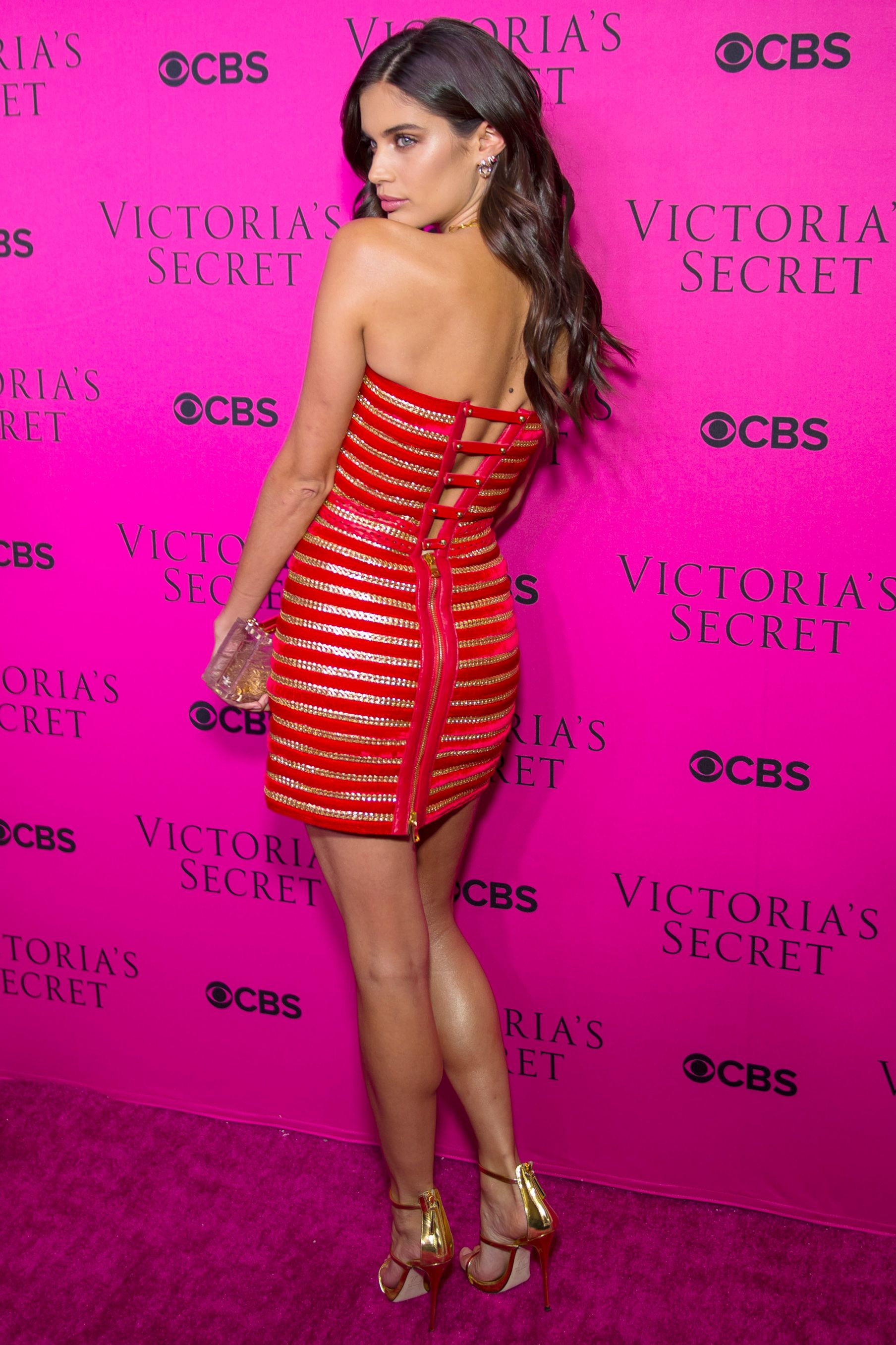 3715197cf700a The Sexiest Looks from the Victoria's Secret Fashion Show Viewing ...