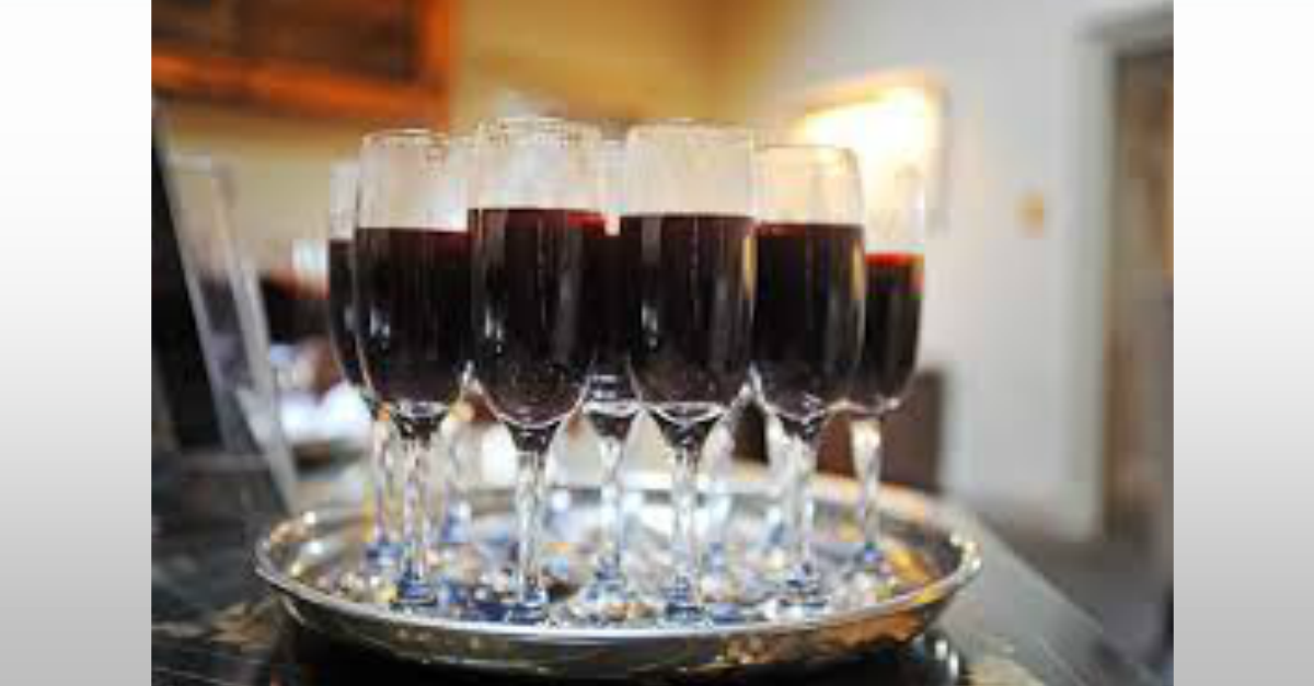 Mulled wine, an ideal winter warm drink to greet your wedding guests.