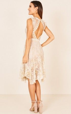 Caught In Motion Dress In Gold Melbourne Cup Outfit Pinterest