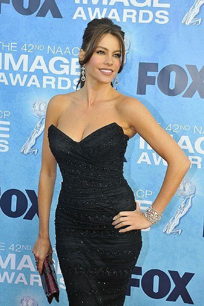 6dca5ef8fd Red Carpet Curves  Sofia Vergara wows with a nod to shapewear in a  bustier-inspired dress. Do you like it