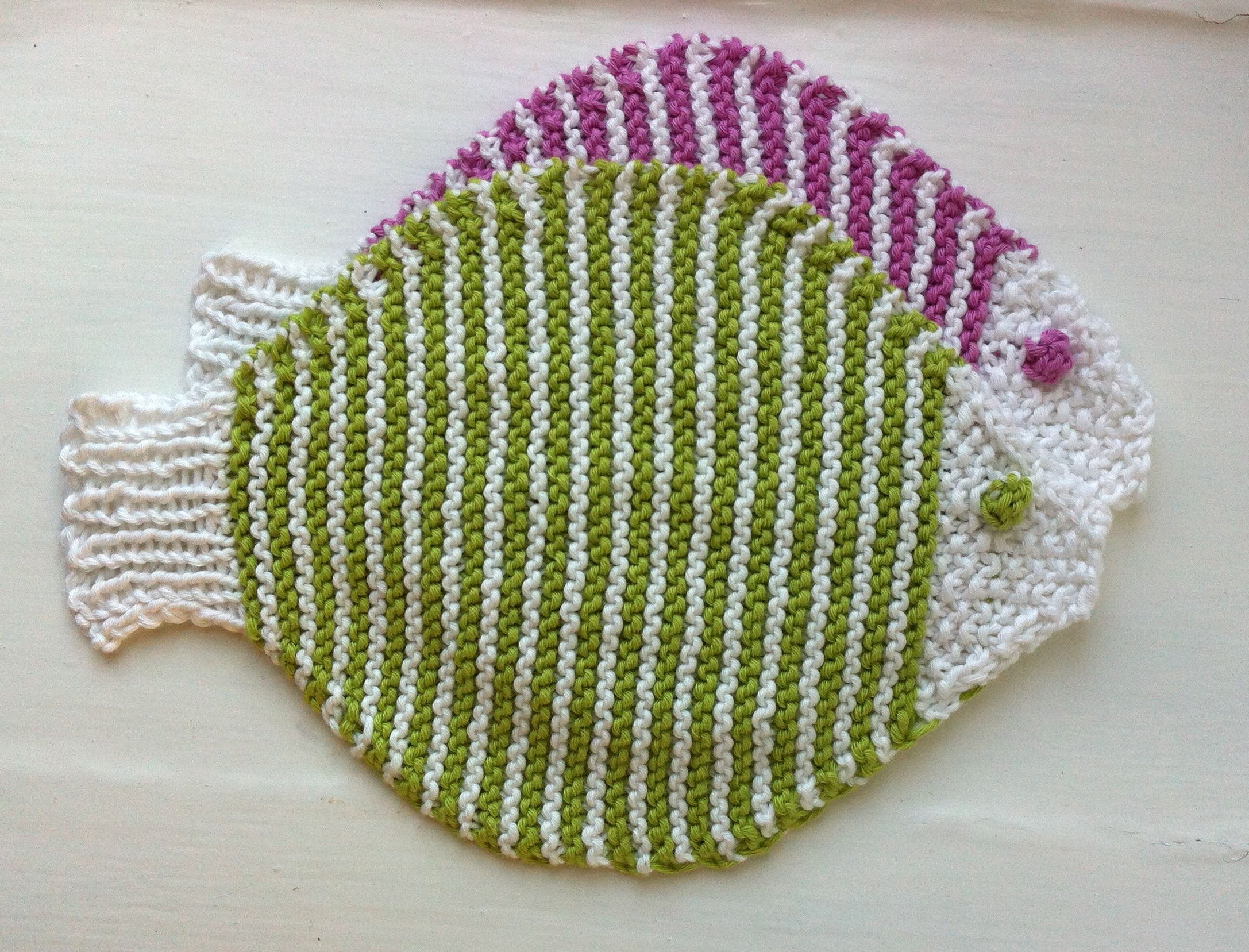 Revolutionary Knitting Circle : New fish dishcloths are here tejido dos agujas y