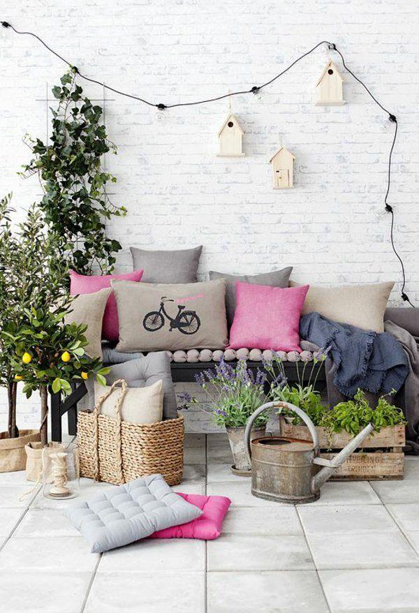 55 Balkonbepflanzung Ideen - Tolle Blumen Für Balkon Arrangieren ... 25 Balkongestaltung Ideen Gemutliche Sitzecke Arrangieren