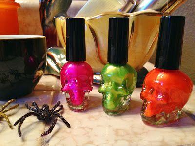 <3 skeleton nail polish :)