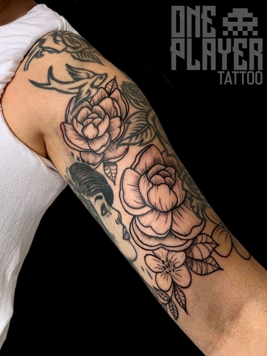 Freehand peonies para @saraveppis hechas en Kuopio (Finlandia) Iso kiitos 🙏🏼🙏🏼🙏🏼 Ya estamos de vuelta, para citas o consultas 623 020 424 . . . #tattoo #tattoos #peonytattoo #freehandtattoo #peoniestattoo #kuopiotattoo #mallorcatattoo #mallorca #Llucmajor #tattoedgirl #tattooedgirls #girlswithtattoos