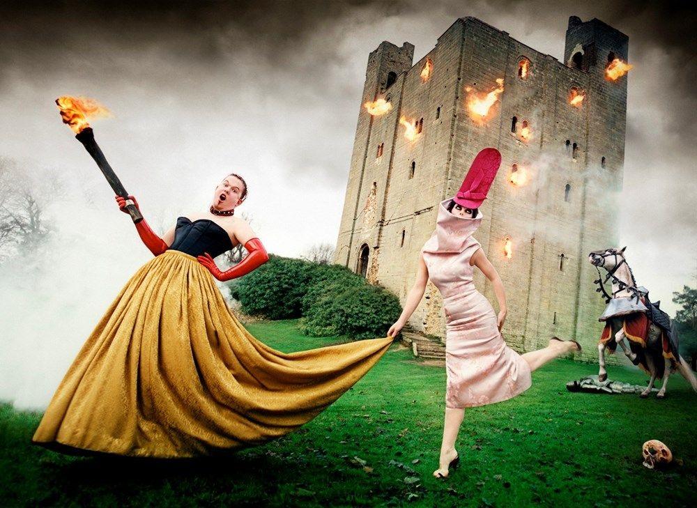 Alexander McQueen and Isabella Blow, 1996    http://www.dazeddigital.com/fashion/article/32602/1/a-new-film-about-mcqueen-and-isabella-blow-is-in-the-works     Nueva película de Mc Queen llamada el violador
