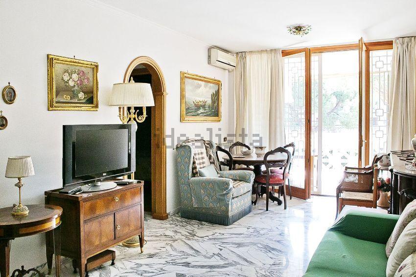 Immagine Sala di trilocale su via raffaele conforti, Boccea-Battistini, Roma