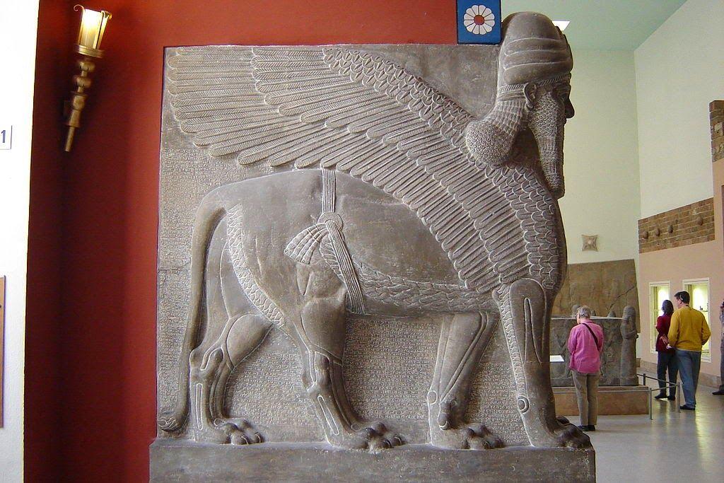 Los Lamassu Genios Protectores De Mesopotamia Mesopotamia Jardines Colgantes De Babilonia Museo De Pergamo