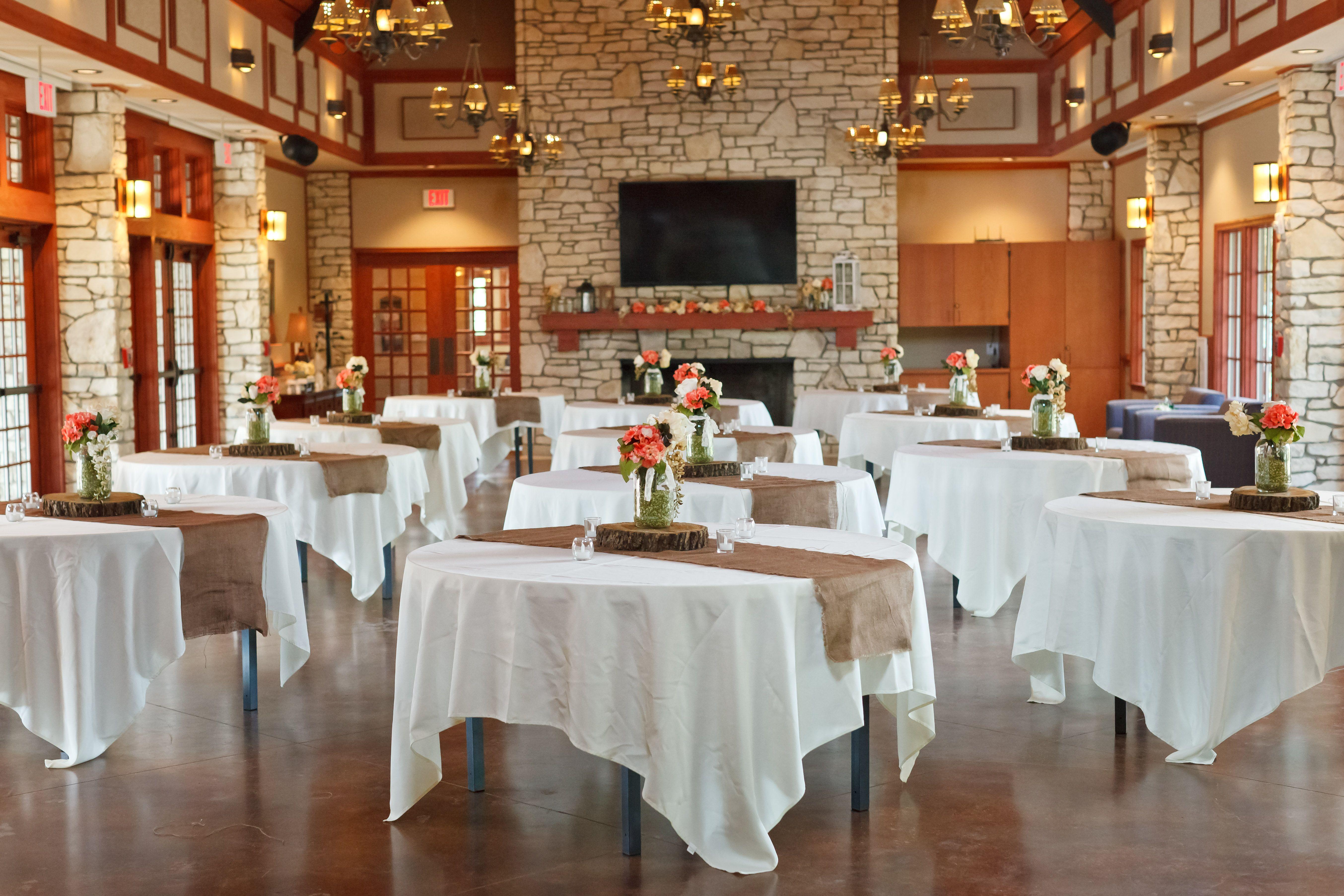 Barnes Restaurant Savannah Georgia - BARN DECOR