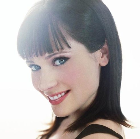 medium thick straight hairstyles with bangs