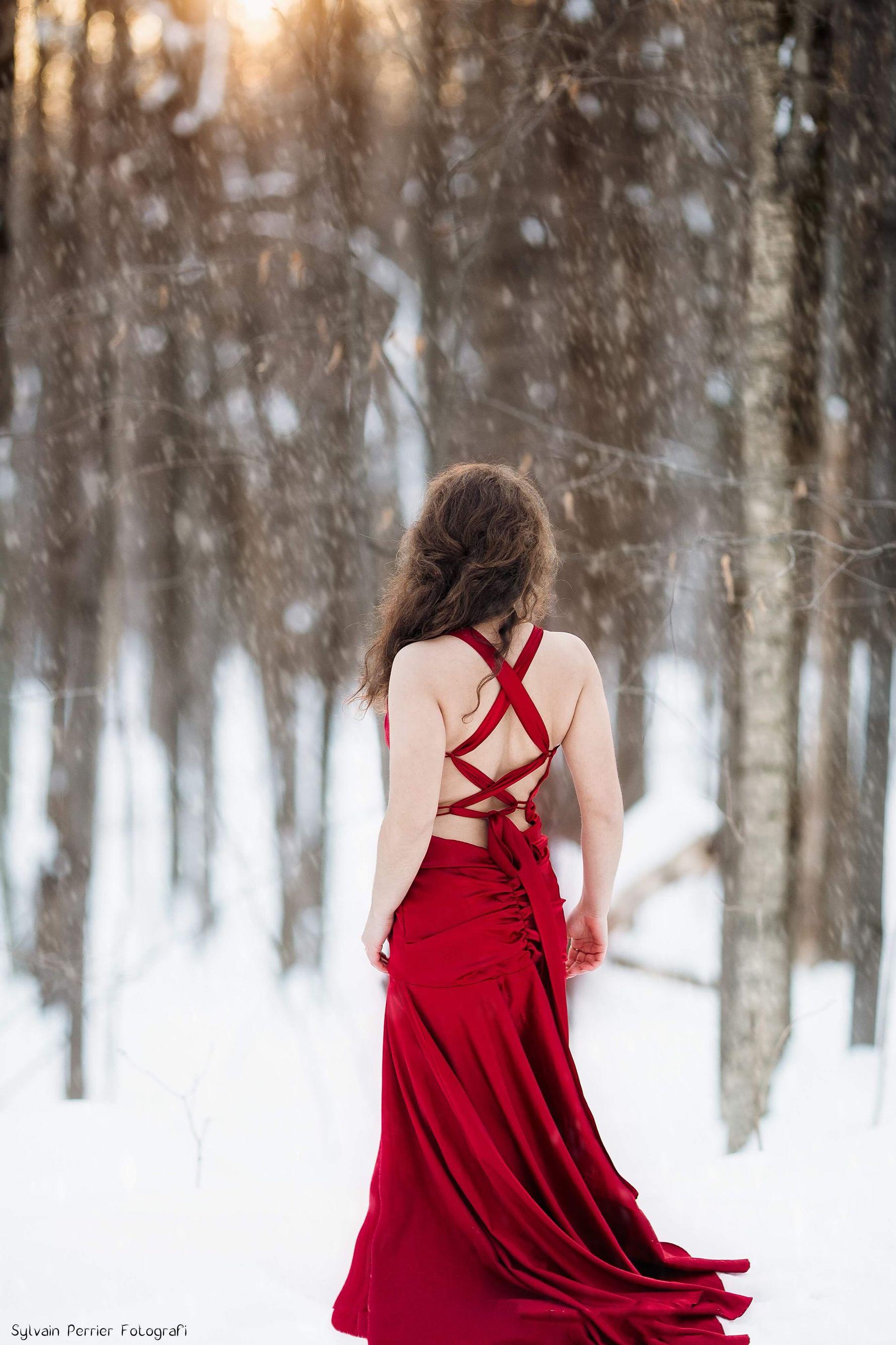 Photoshoot model in winter Beautiful woman in red dress