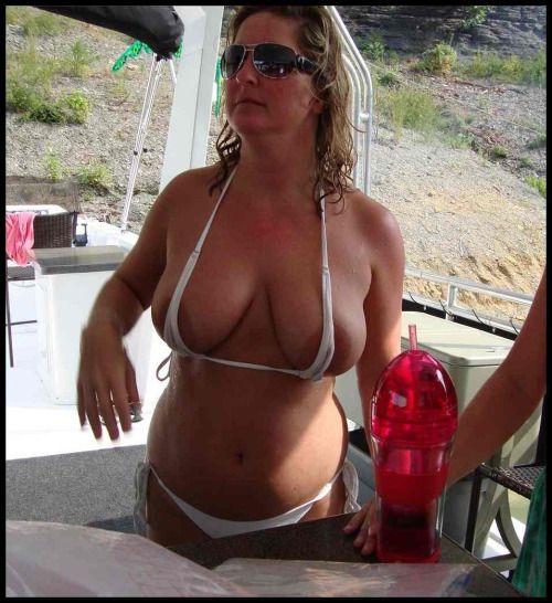 A milf just paints her nails and puts her pantyhose on 3