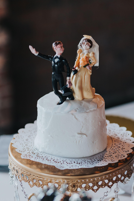 natural elegance in nashville white wedding cakes wedding and grooms. Black Bedroom Furniture Sets. Home Design Ideas