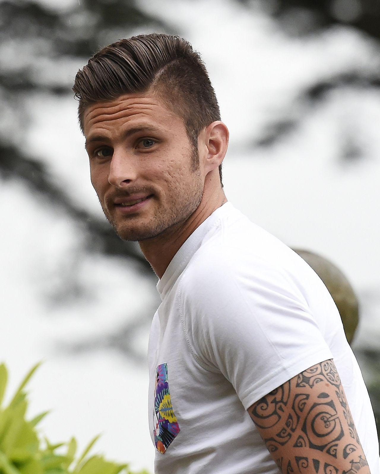 Olivier Giroud Jogadores De Futebol 700816a6782