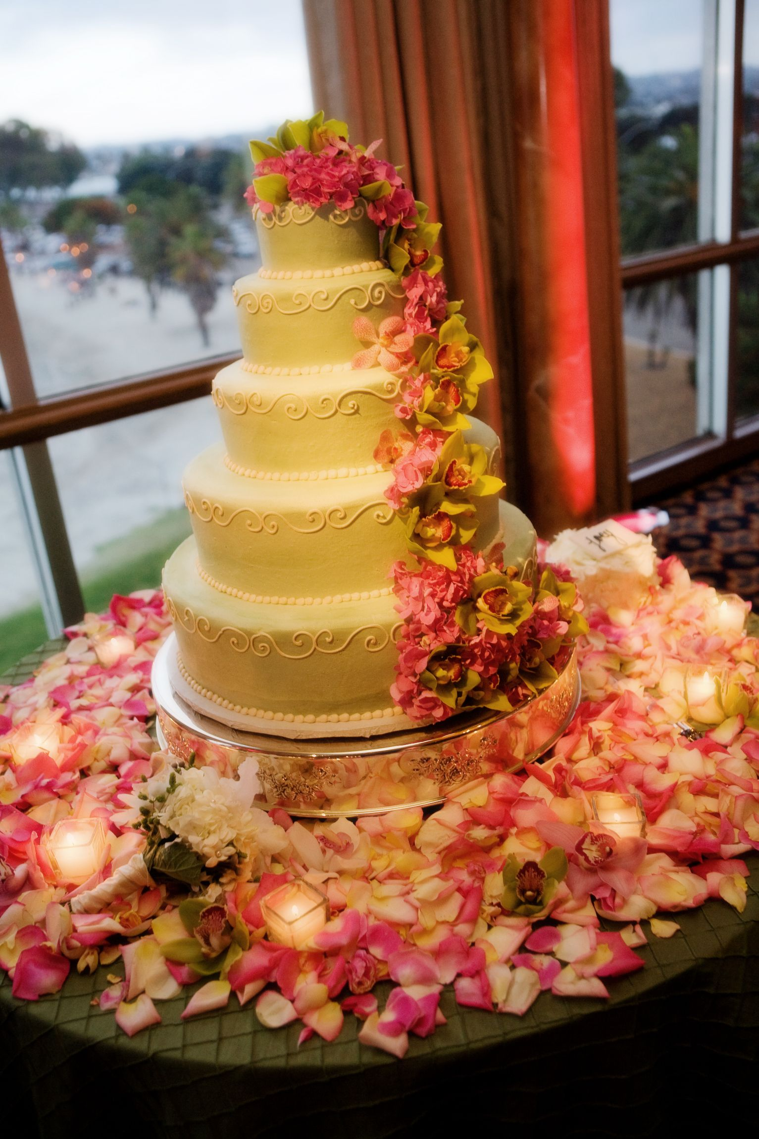 The Wedding Cake! #hintofpink