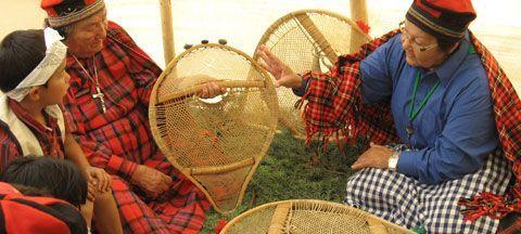 Découvrez l'activité patrimoine autochtone en été.Toutes les informations pour planifier des vacances dans les régions touristiques du Québec maritime.
