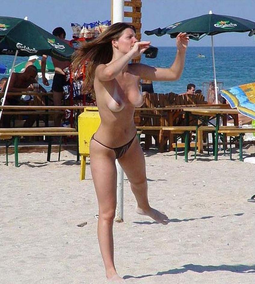 beach nude girls Topless volleyball