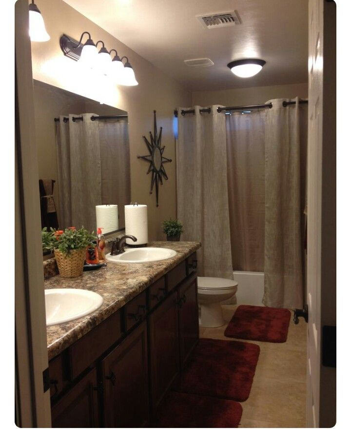 Pin by Ashley Chanelle on Bathrooms | College bathroom ...