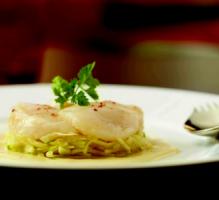 Recette - Noix de coquilles Saint-Jacques juste marinées, salade croquante d'endive, fenouil et pomme verte, vinaigrette à la moutarde à la truffe - Notée 4/5 par les internautes
