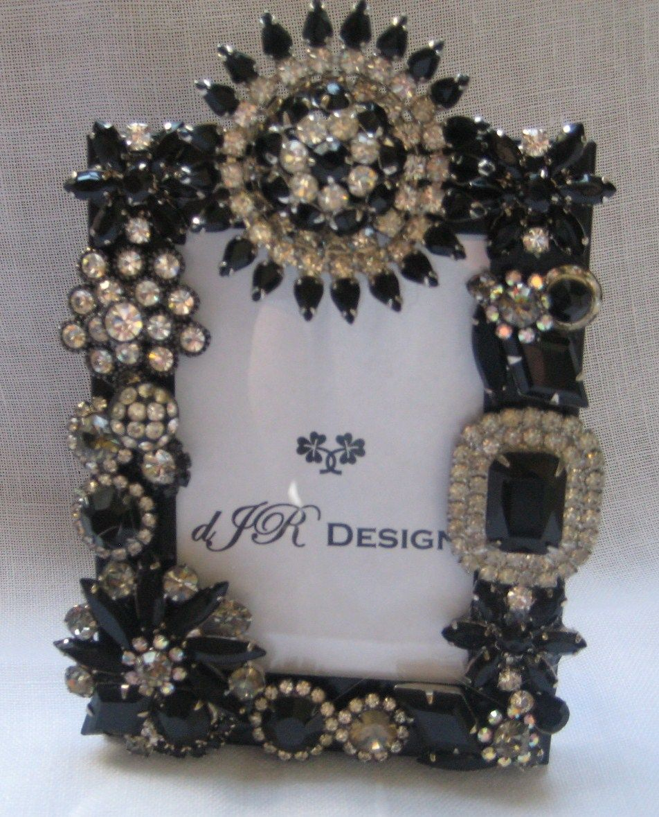 Vintage jewelry frame by djondesign@etsy | Crafts Using Old Jewelry ...