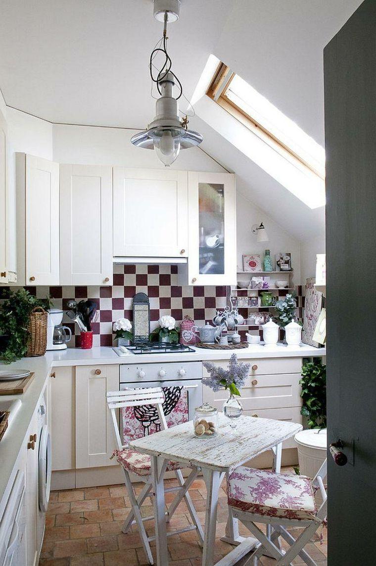 cucina angolare con mobili bianchi e pavimento in cotto: i dee per ...