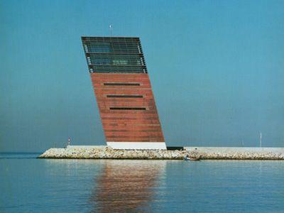 Gon alo byrne control tower for lisbon harbour for Architecture lisbonne