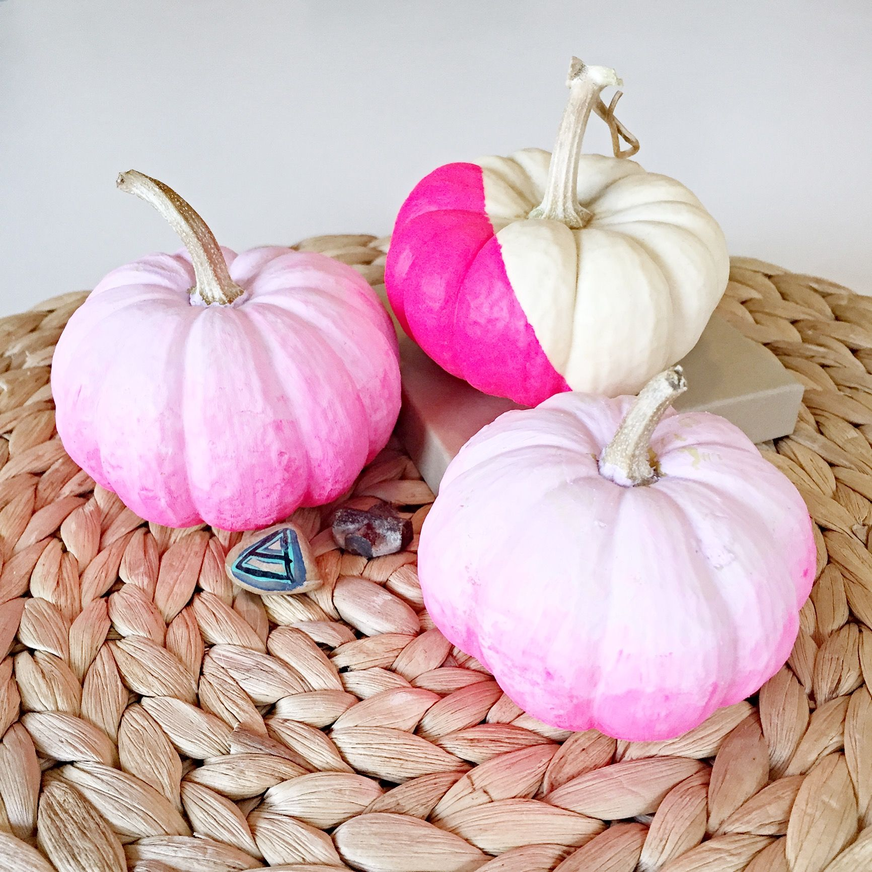 Make Your Own Ombre Pumpkin Halloween Decoration