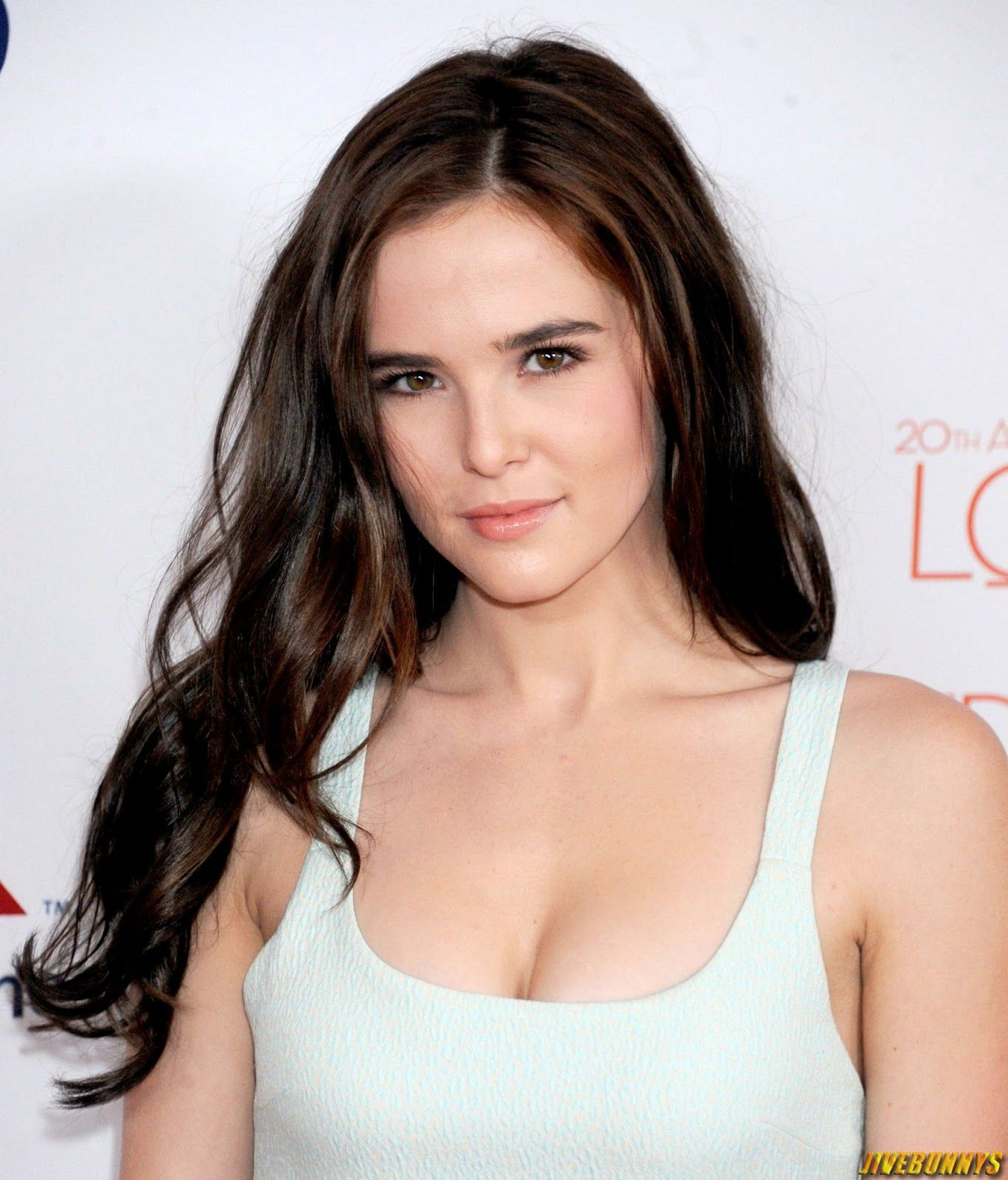 zoey deutch gif hunt